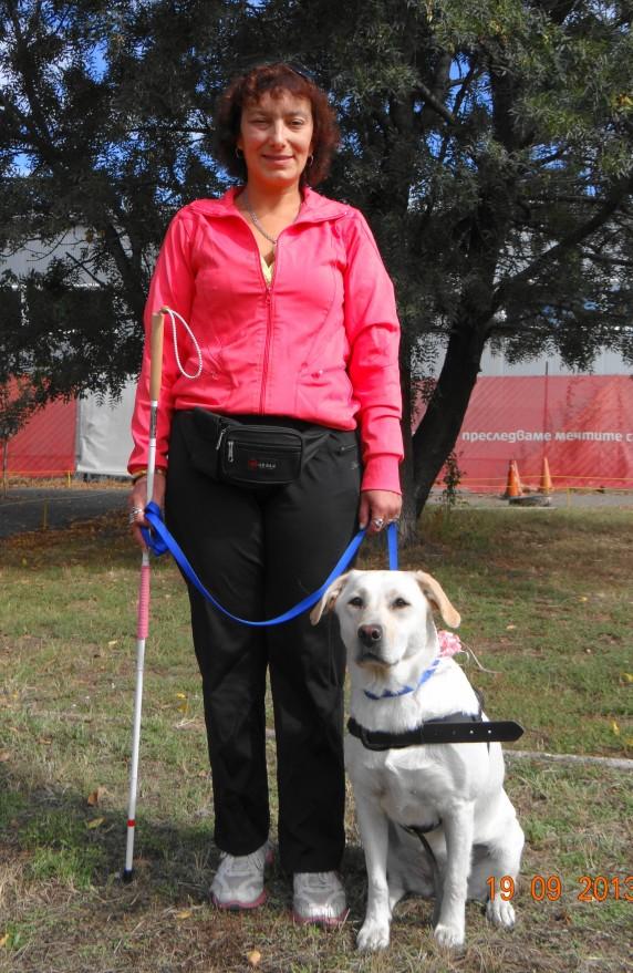 Деси е влюбена в спорта и движението и от септември 2013г.Инди ще бъде нейн постоянен партньор в активното ежедневие