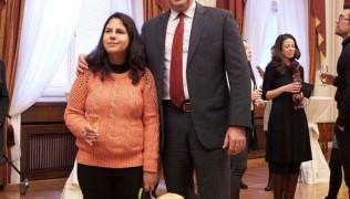 (Български) Верка Костандовска и Леда на коктейл по случай успешното приключване на студентски стаж в Президентството!