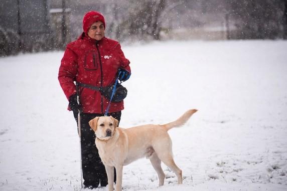 Албена Алексиева и кучето водач Мартин