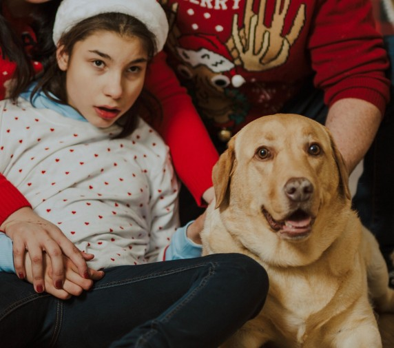Надежда и кучето асистент Понго