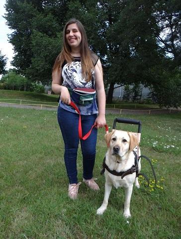 Ралица Златева и кучето асистент Мисия